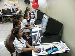 20061125164237-aulas-1.jpg