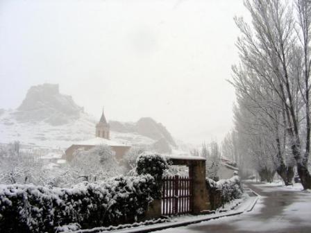 20131117110212-133431-aliaga-nevada-de-abril-en-aliaga.jpg